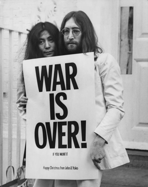 Йоко Оно і Джон Леннон протестують проти війни у В'єтнамі, Лондон, 1969 рік