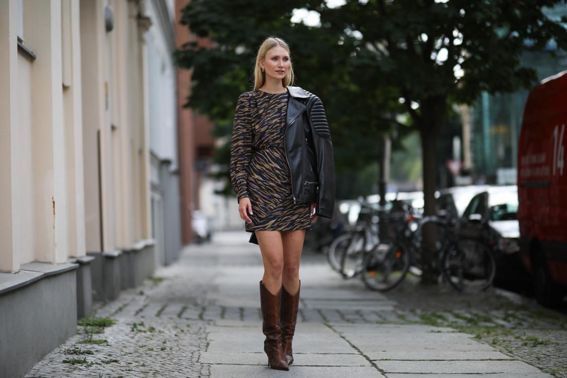 Как модницы носят микс животных принтов стритстайл фото осень 2020 фото