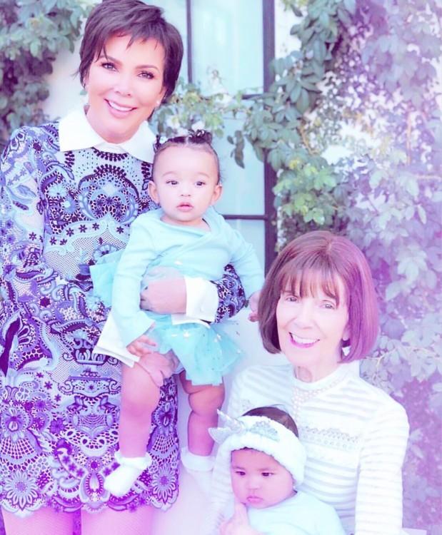 Семейное фото Хлои Кардашян