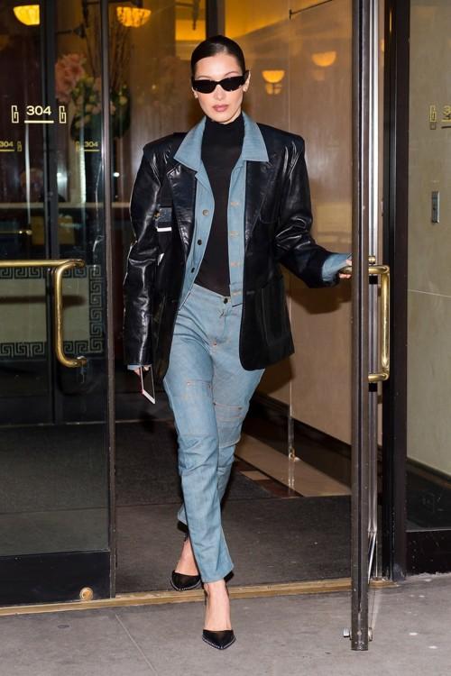Белла Хадид в боди Wolford, туфлях Alexander Wang с рюкзаком Alyx и в очках Balenciaga