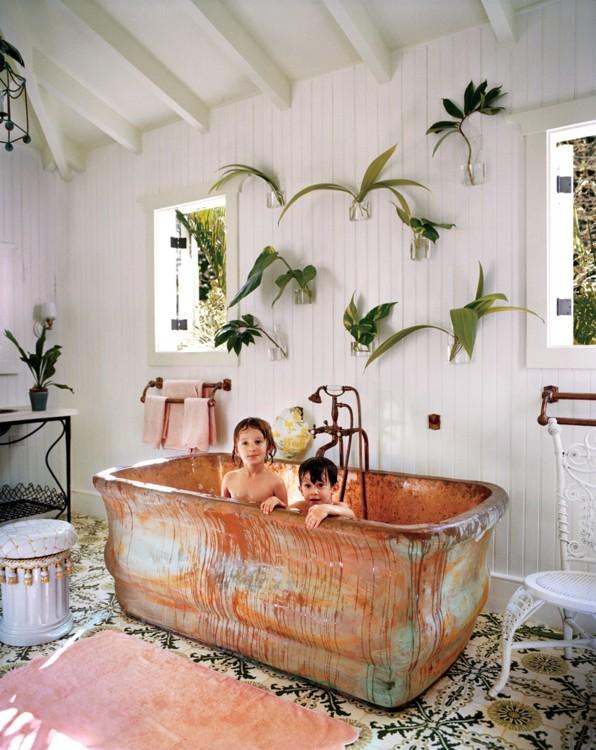 Дети Селери Кембл в ее большой доминиканской медной ванне. Фото: Франсуа Алар, Vogue, 2014