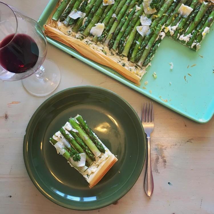 Листкове тісто, спаржа, вершки, пармезан, сіль, перець @fablesofthegreenforest