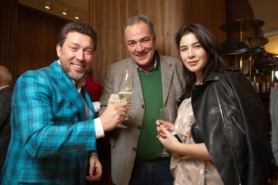 Андрей Здесенко и Виталий Березницкий с дочерью Галиной