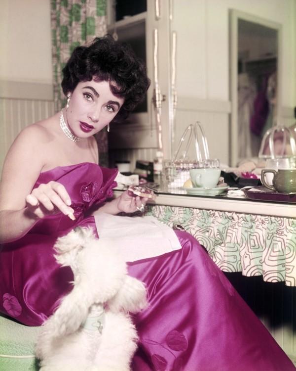 Элизабет Тейлор и ее пудель в 1955 году
