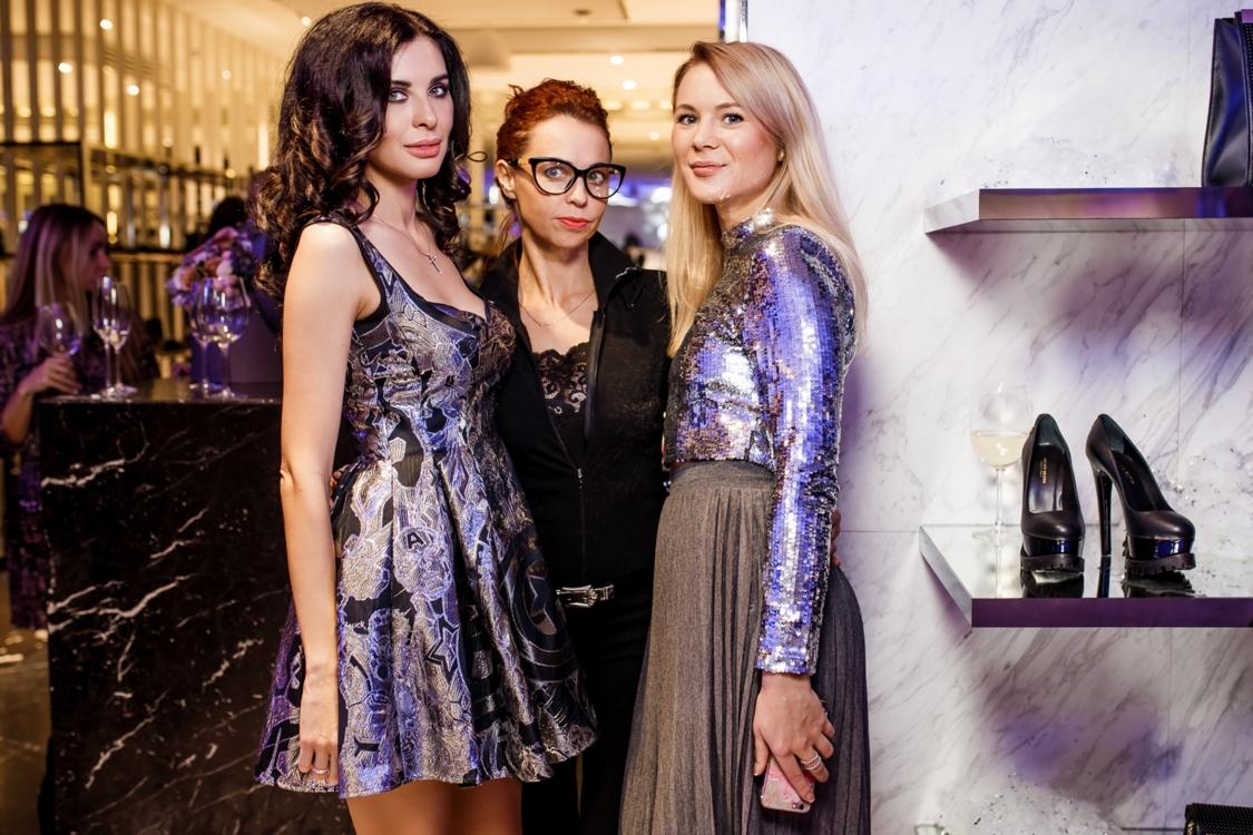 Виктория Козлова с подругами