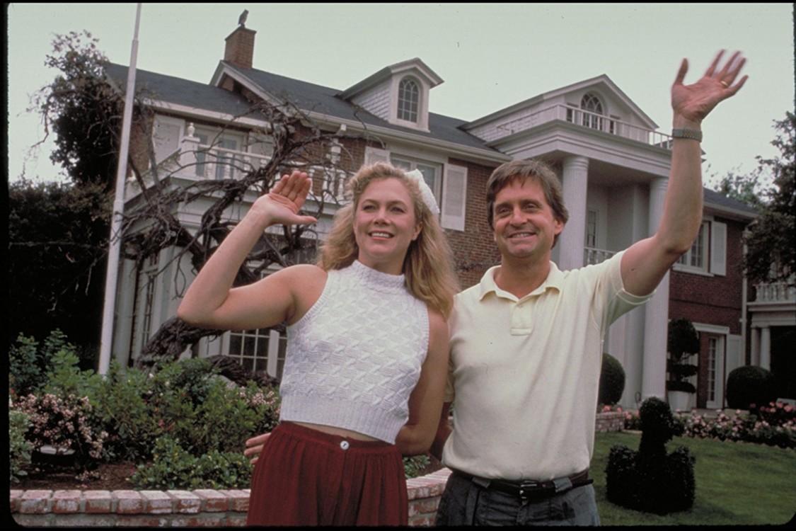 Кадр из фильма «Война Роузов», 1989