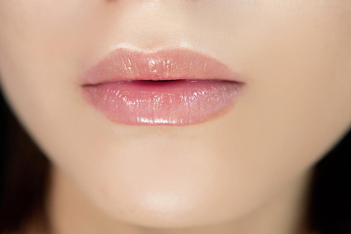 Как сделать влажные губы 479