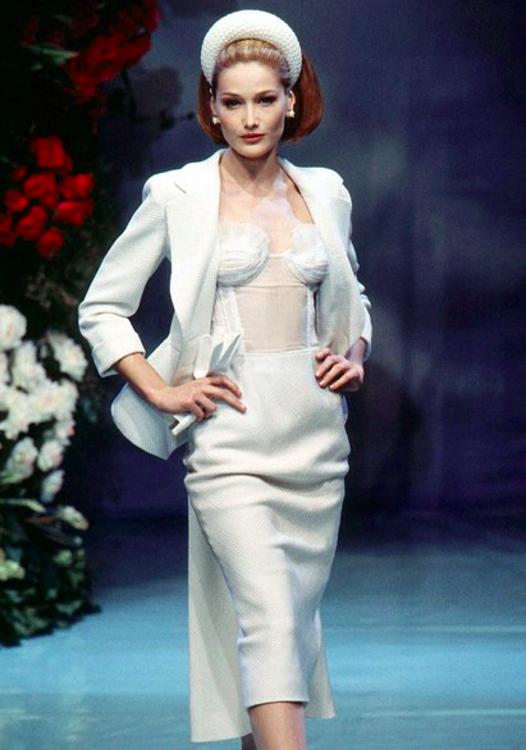 Карла Бруни на показе Dior, 1996