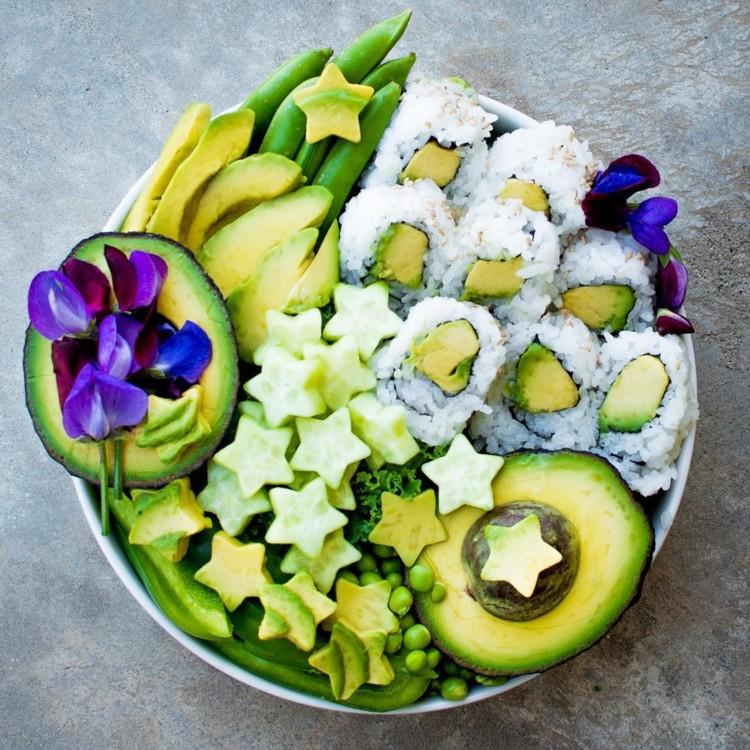 Роллы с авокадо, зелень, перец, авокадо, зеленый горошек @upbeet_vegan