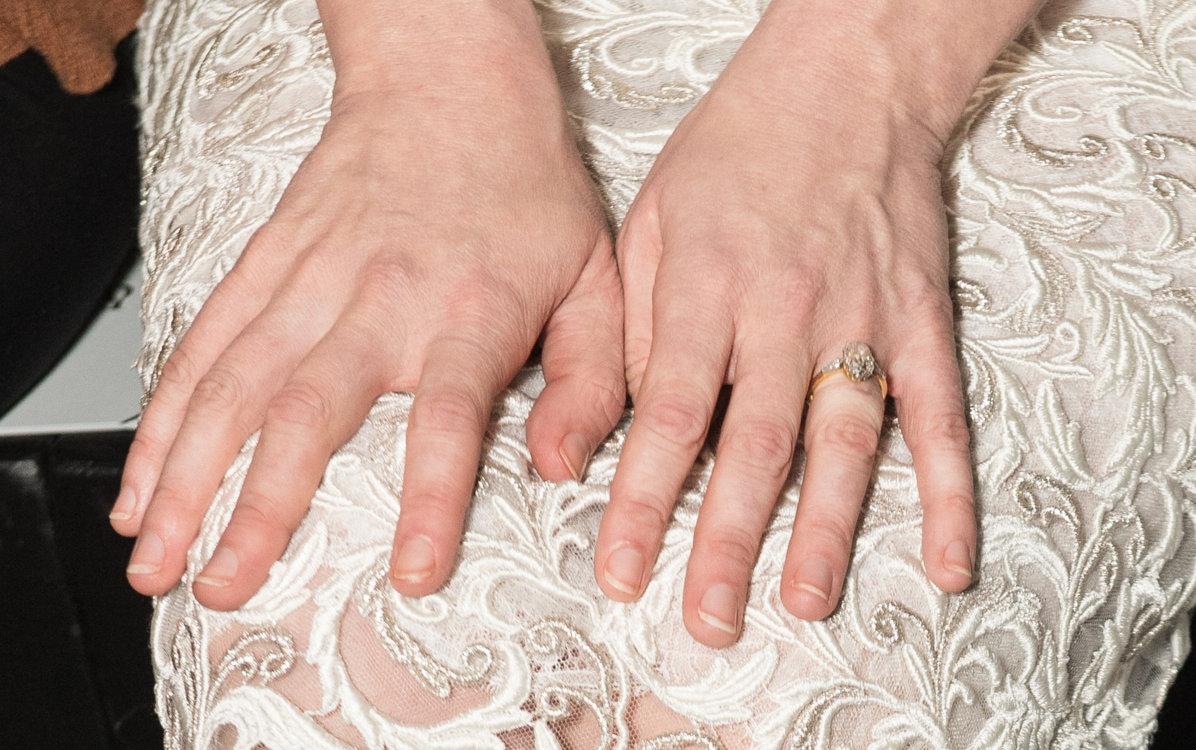 Винтажное обручальное кольцо Кирстен Данст из желтого золота с бриллиантом