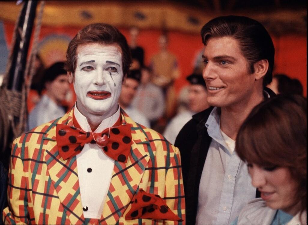 Роджер Мур під час зйомок фільму «Восьминіжка», 1983