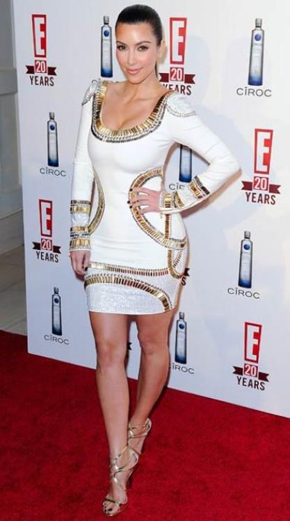 Ким Кардашьян в платье Herve Leger