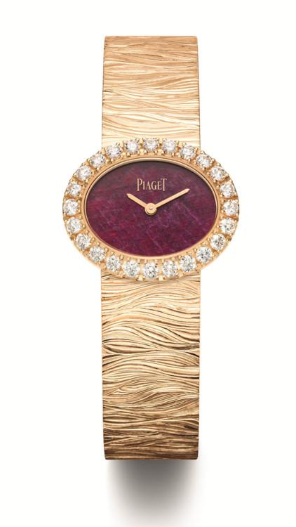 Часы Extremely Lady, корпус из золота, безель с бриллиантами (1,46 карата), циферблат из рубина, браслет из золота с обработкой «под дерево», Piaget.