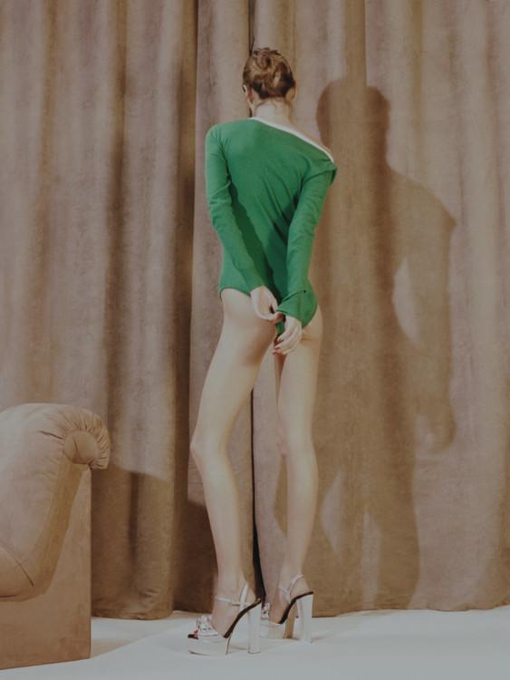 Боди из шерсти, Vanessa Seward; кожаные босоножки, Giuseppe Zanotti
