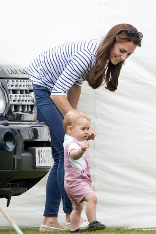 Принц Георг вместе со своей мамой на благотворительном матче Cirencester Park Polo Club, где принимал участие его отец