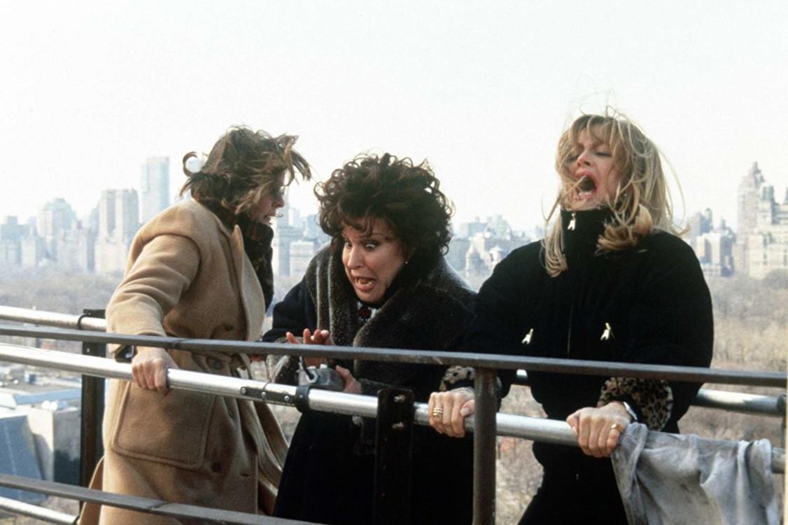 Кадр из фильма «Клуб первых жён», 1996