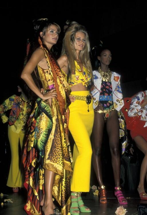 Хелена Кристенсен и Клаудия Шиффер в Versace на гала-шоу AmFAR в Нью-Йорке в феврале 1992 года