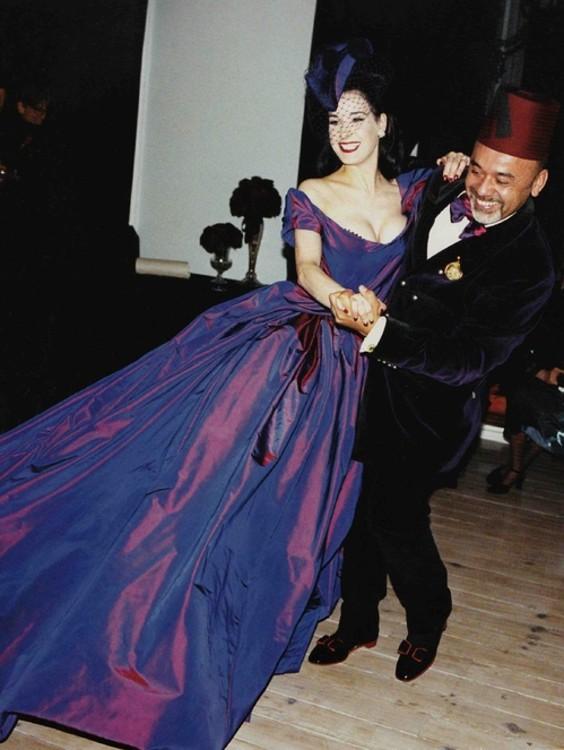 Дита фон Тиз в фиалковом платье Vivienne Westwood и шляпе Philip Treacy