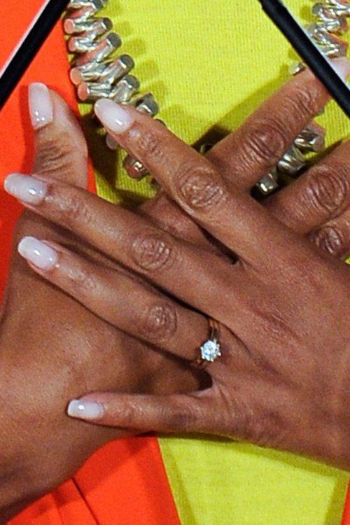 """У Мишель Обамы """"скромное"""" кольцо с одним бриллиантом весом 1 карат"""