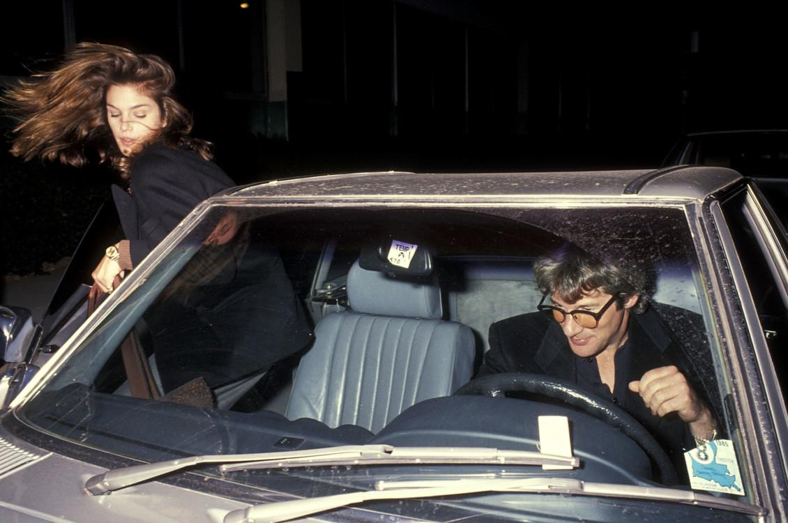 Синди Кроуфорд и Ричард Гир возле ресторана Muse в Лос-Анджелесе, 1990