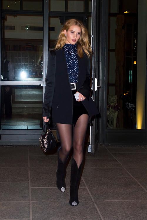 В жакете Haider Ackermann, юбке Saint Laurent и сапогах Givenchy