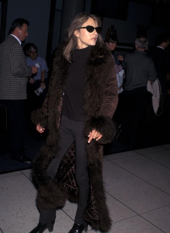 Элизабет Херли в аэропорту Лос-Анджелеса, 1997