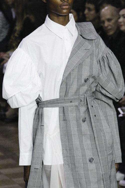 «Верхняя одежда, наброшенная на одно плечо, – удачный стилистический прием»