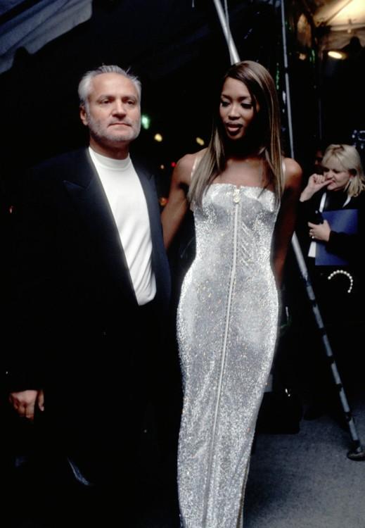 Джанни Версаче и Наоми Кэмпбелл на Met Gala в 1995 году