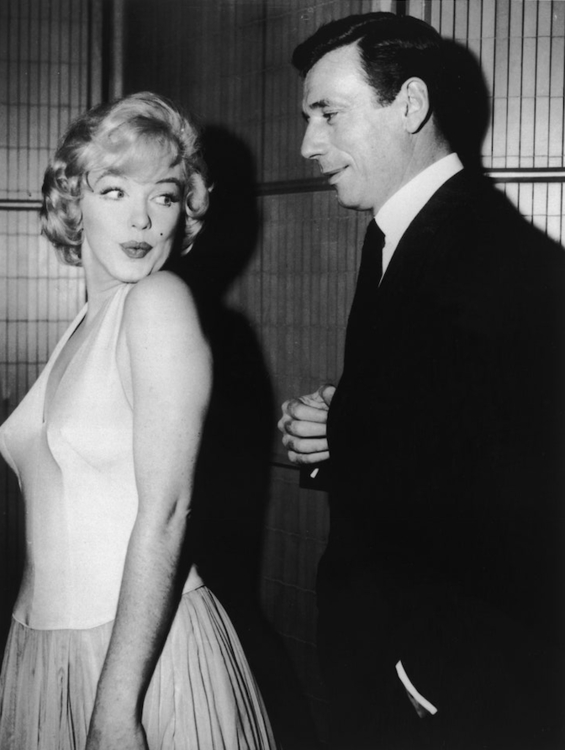 Мэрилин Монро и Ив Монтан на пресс-конференции фильма «Займемся любовью», 1960