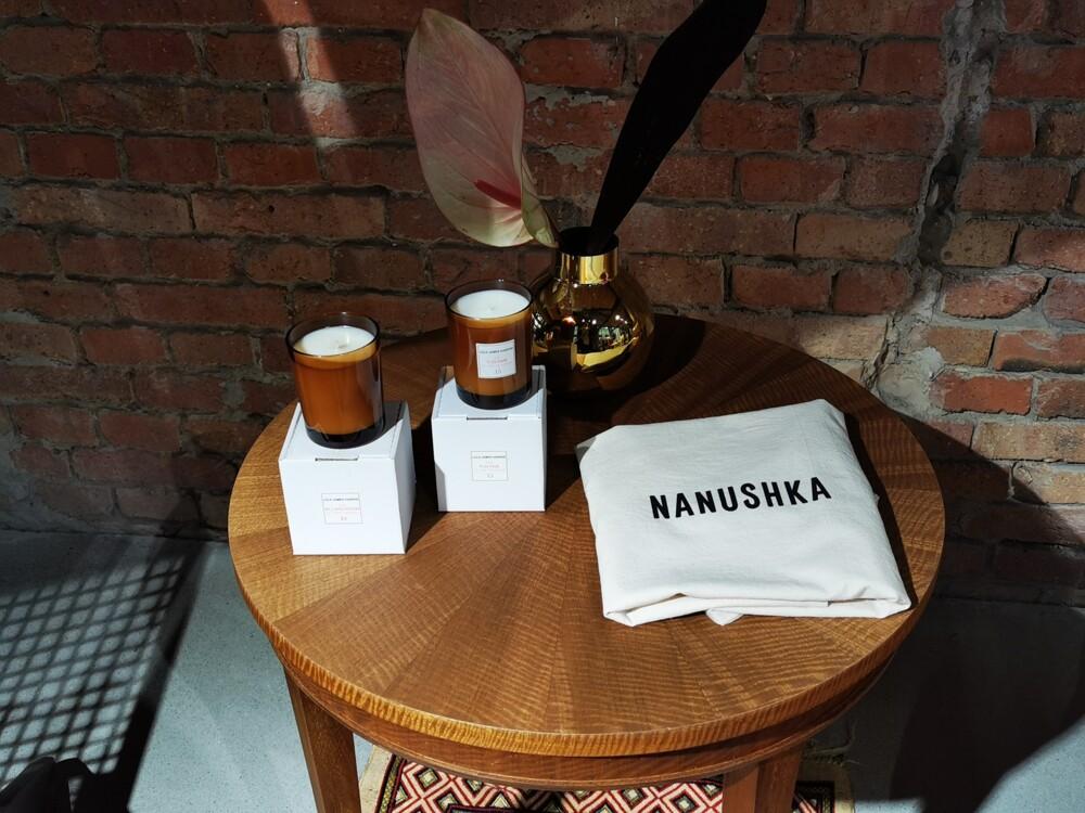 В магазине бренда Nanushka (фото: Huawei P30 Pro)