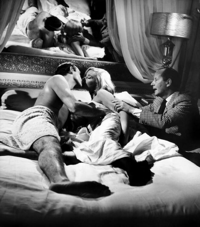 """Даніела Біанкі, Шон Коннері і Теренс Янг на зйомках """"З Росії з любов'ю"""", 1963"""