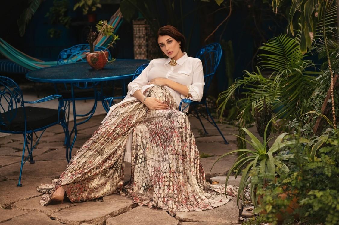 Блуза Baruni, брюки OTT, обувь Christian Louboutin, украшения Vintage Givenchy