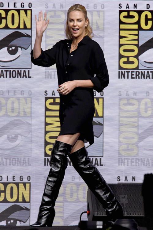 В сапогах Saint Laurent на фестивале Comic-Con International в Сан-Диего