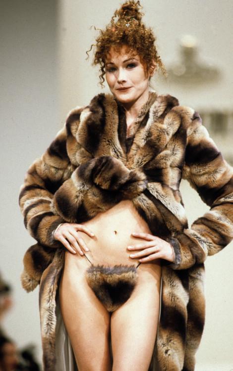 Карла Бруни на показе Vivienne Westwood, 1994