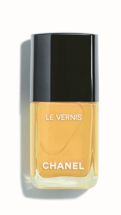 Лак Le Vernis оттенка Giallo Napoli из весенней коллекции макияжа Chanel
