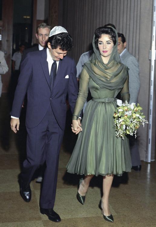 Элизабет Тэйлор в зеленом шелковом платье