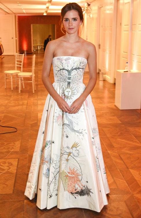 Эмма Уотсон в платье Christian Dior Couture в Лондоне