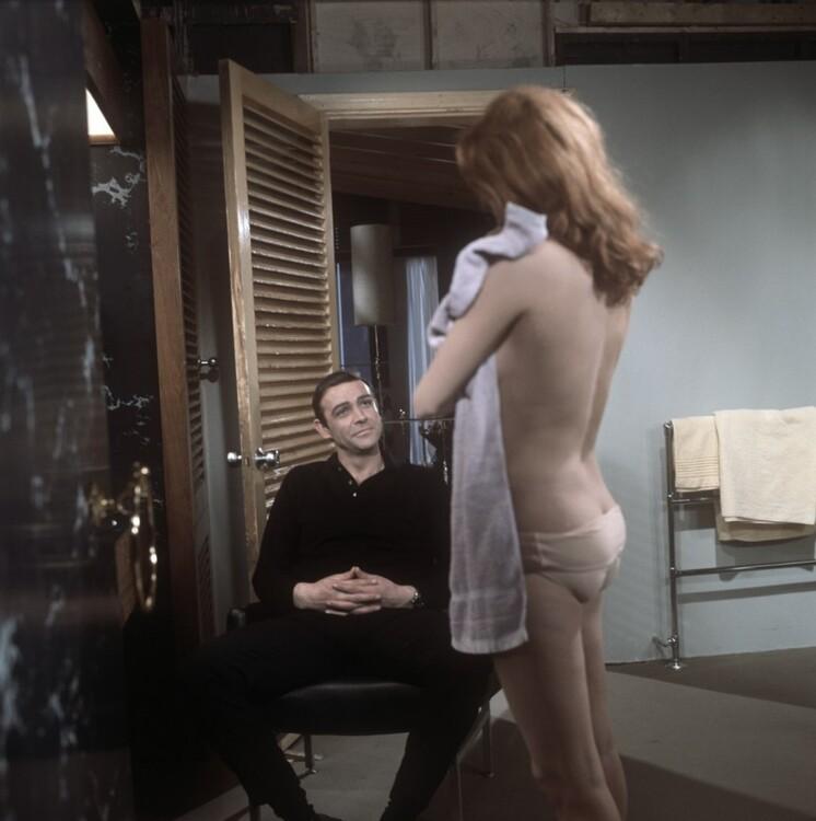Шо Коннери и Лучана Палуцци на съемках фильма «Шаровая молния», 1965