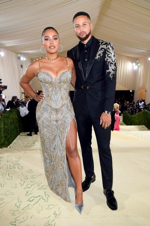 Стефен и Аеша Карри в Versace