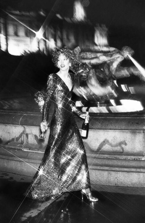 Платье Mary Quant в обзоре лучших блестящих вечерних нарядов, октябрь 1974