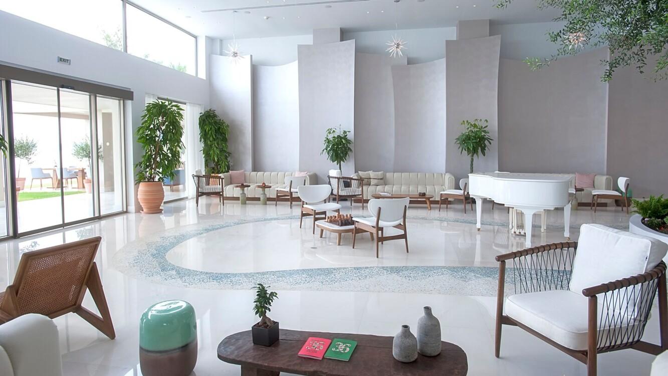 Лобі в Domes Miramare, a Luxury Collection Resort, на острові Корфу