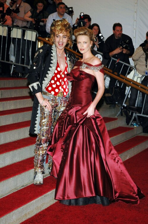 Джон Гальяно и Шарлиз Терон в Dior Haute Couture, MET Gala 2006