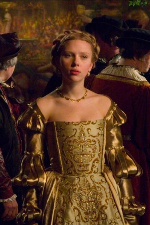 Скарлетт Йоханссон в платье эпохи Возрождения в фильме «Еще одна из рода Болейн»
