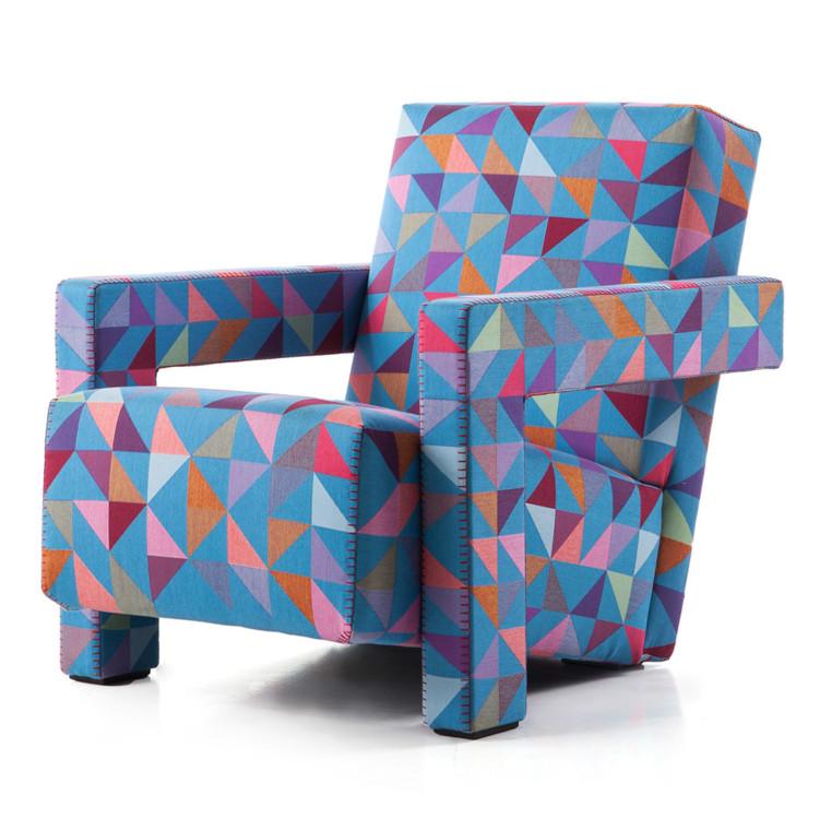 Кресло Utrecht для Cassina, созданное Gerrit Rietveld в 1935 году. Современную красочную обивку разработал голландский дизайнер Bertjan Pot