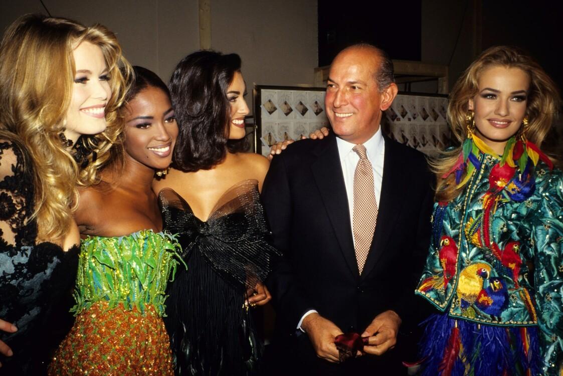 Оскар де ла Рента с моделями за кулисами шоу Oscar de la Renta