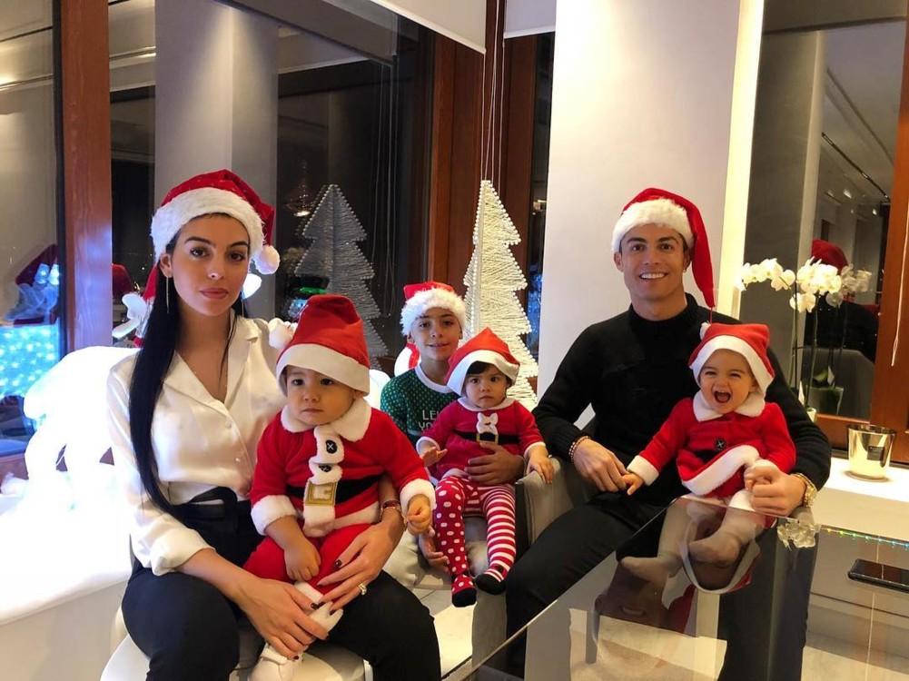 Кріштіану Роналду зі своєю сім'єю