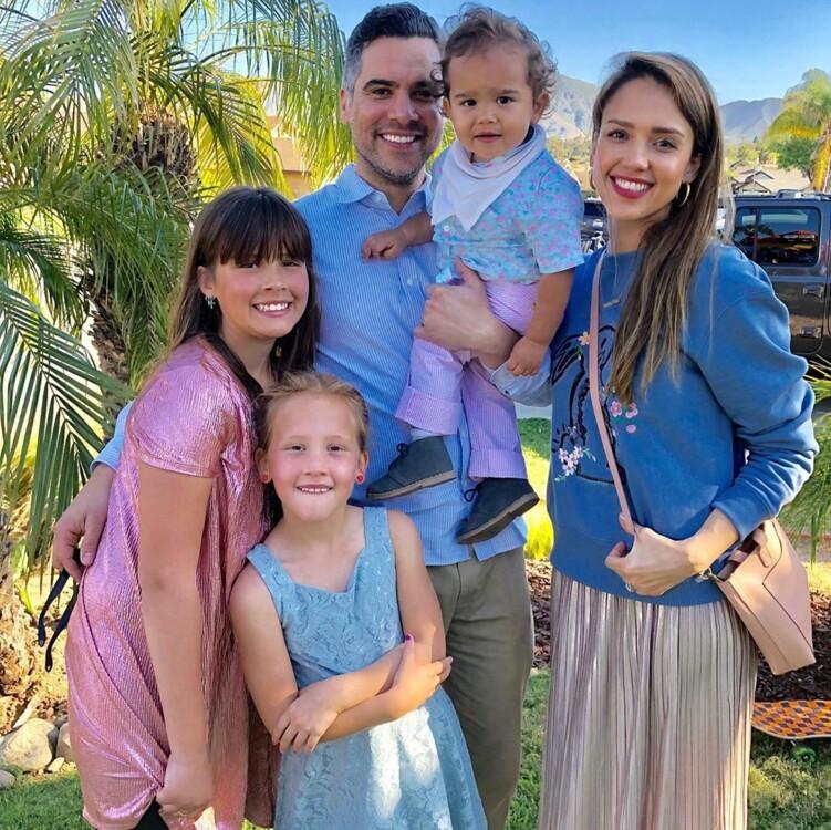 Джессіка Альба з сім'єю