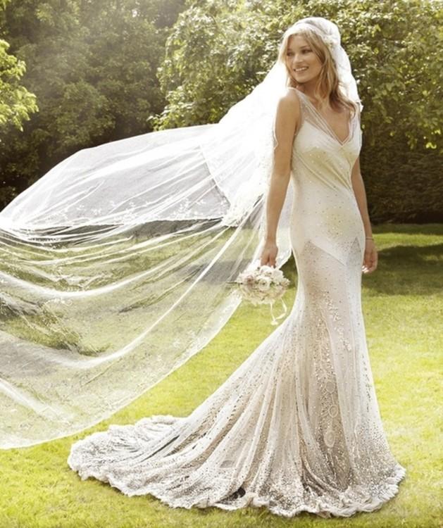 Кейт Мосс в платье от Джона Гальяно
