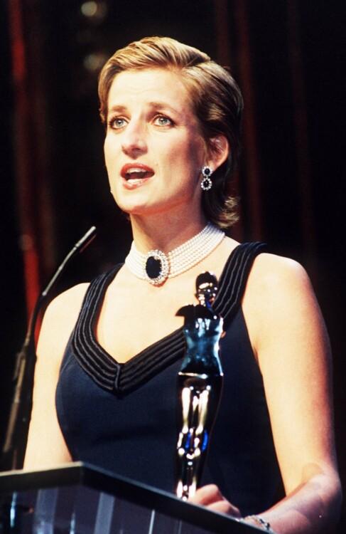 1995. В США на балу Совета модных дизайнеров Америки