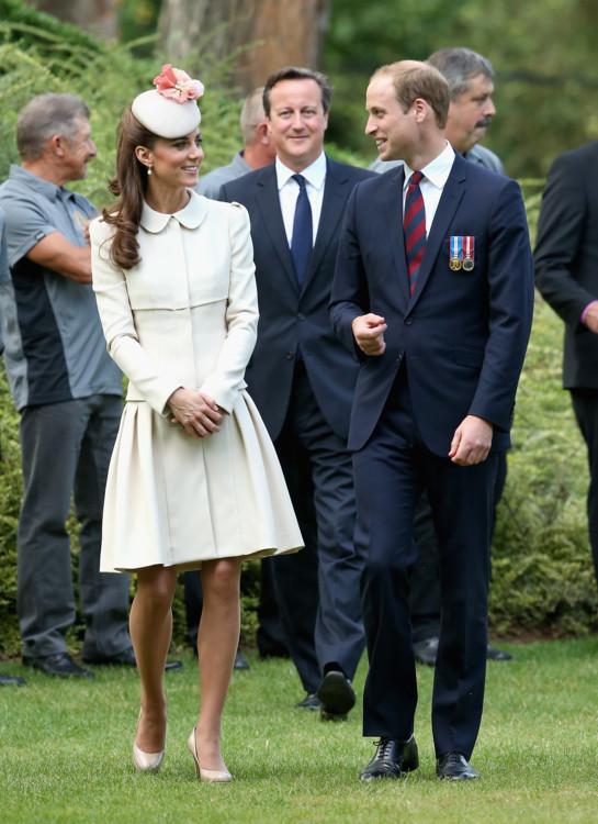 Герцогиня Кэтрин в Alexander McQueen на церемонии, посвященной годовщине Первой мировой войны